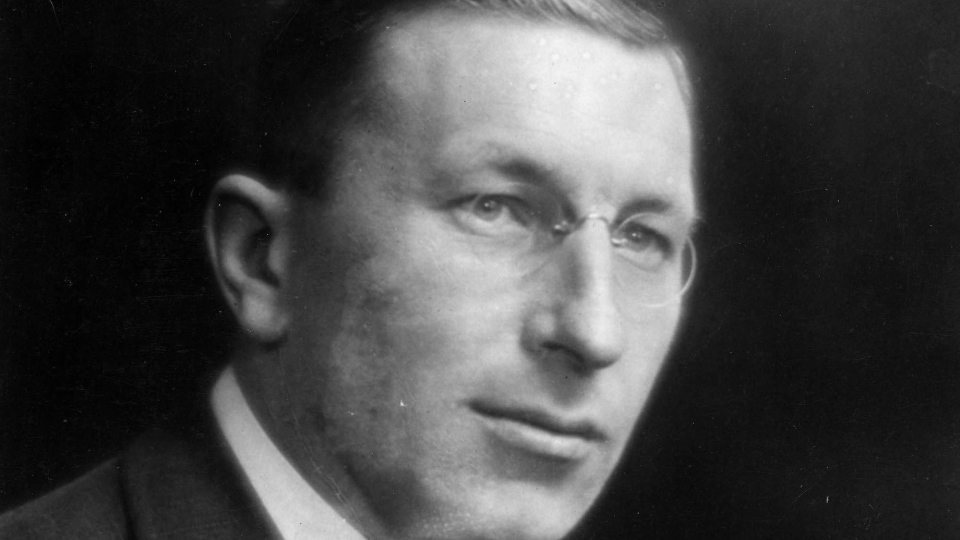 sir frederick banting essay Frederick banting: hero, healer, artist (quest library fg (frederick grant), sir, 1891 frederick banting has been prepared by an author experienced both.